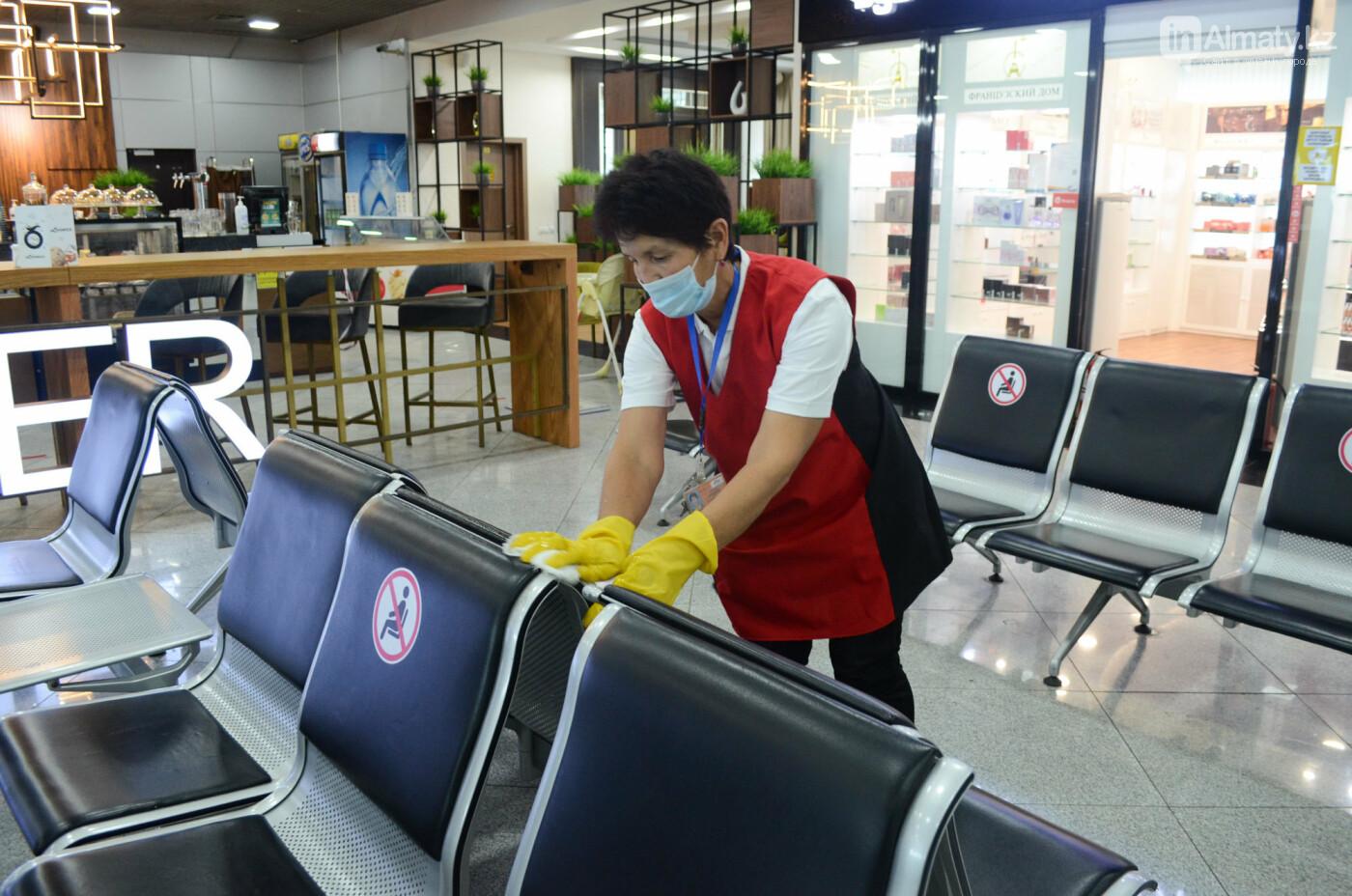 Как работает Международный аэропорт в Алматы в условиях карантина. Фото, фото-16