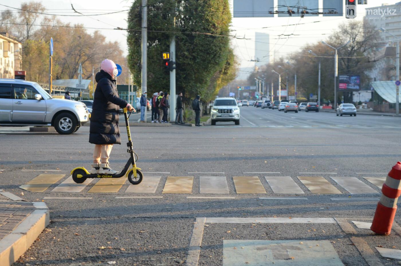 Передвижение по пешеходному переходу, inAlmaty.kz
