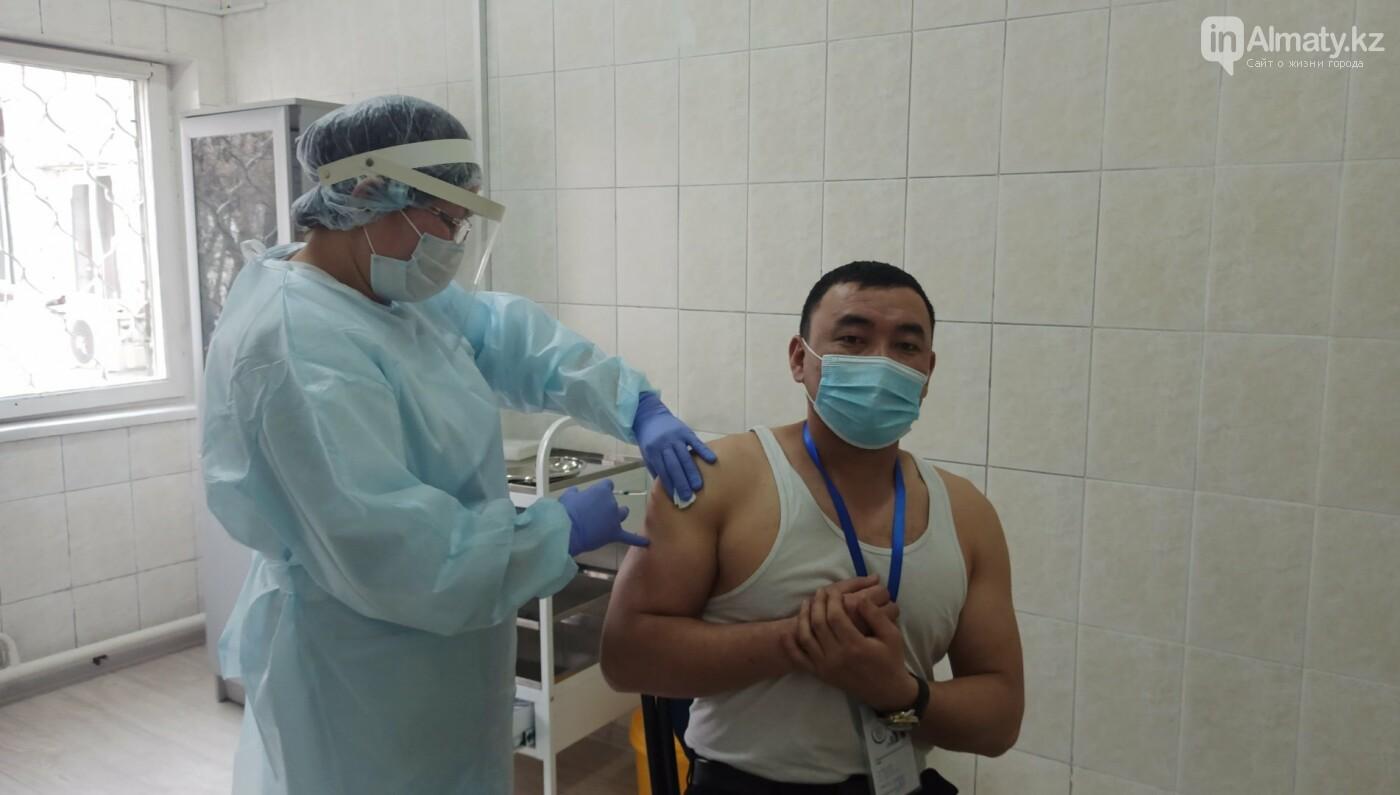 Как проходит вакцинация от коронавируса в Алматы. ФОТО, фото-13