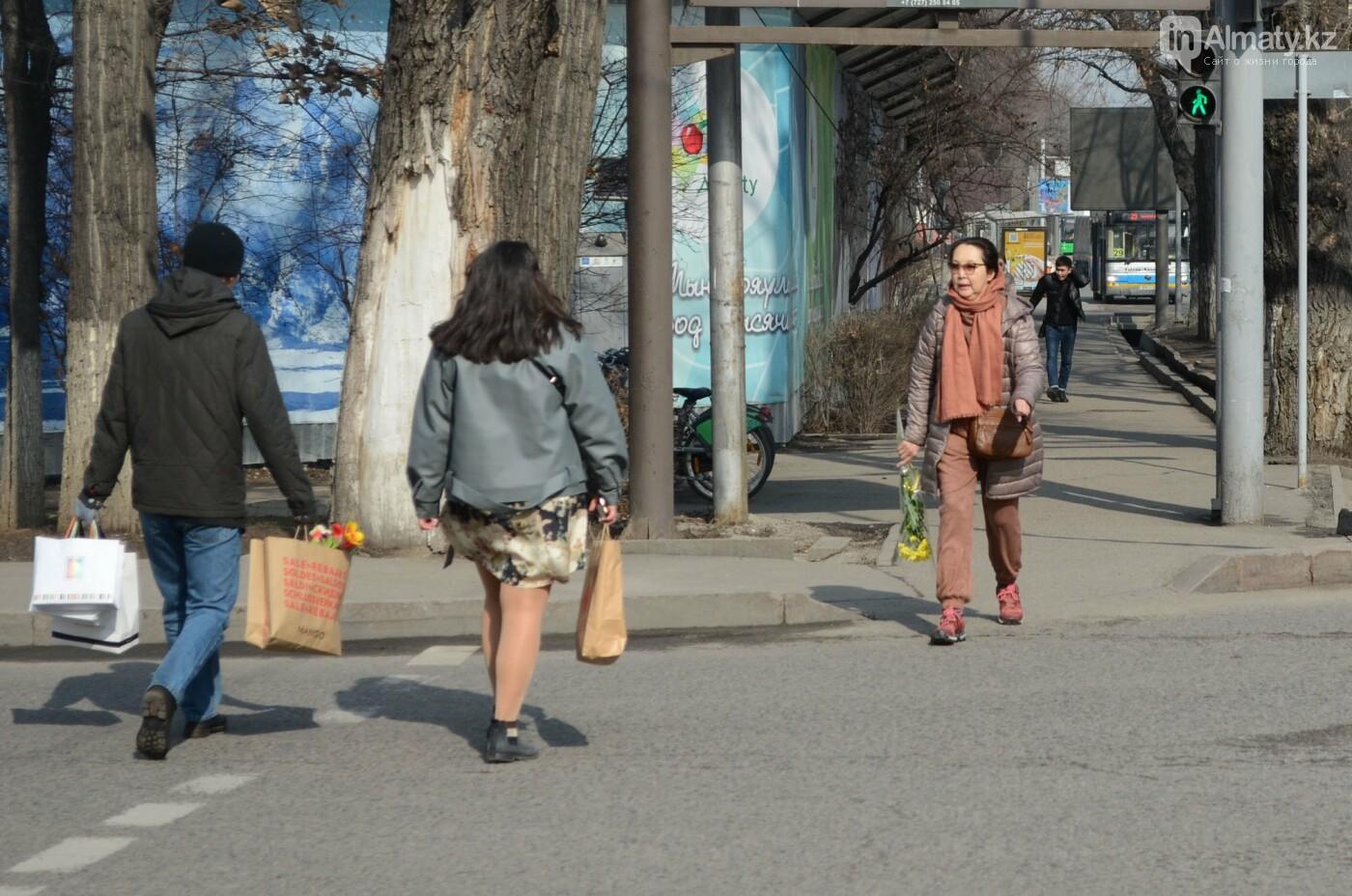 Как алматинцы поздравляли своих женщин с 8 марта. Фото, фото-5