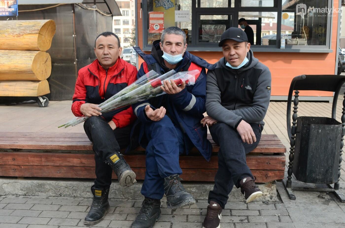 Как алматинцы поздравляли своих женщин с 8 марта. Фото, фото-6