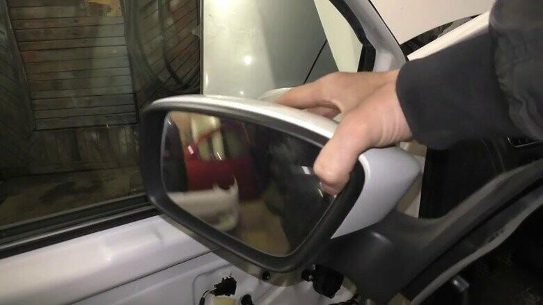Денис Тен көз жұмған жерде автоұрылар Баландиннің көлігінің айнасын ұрлап кетті