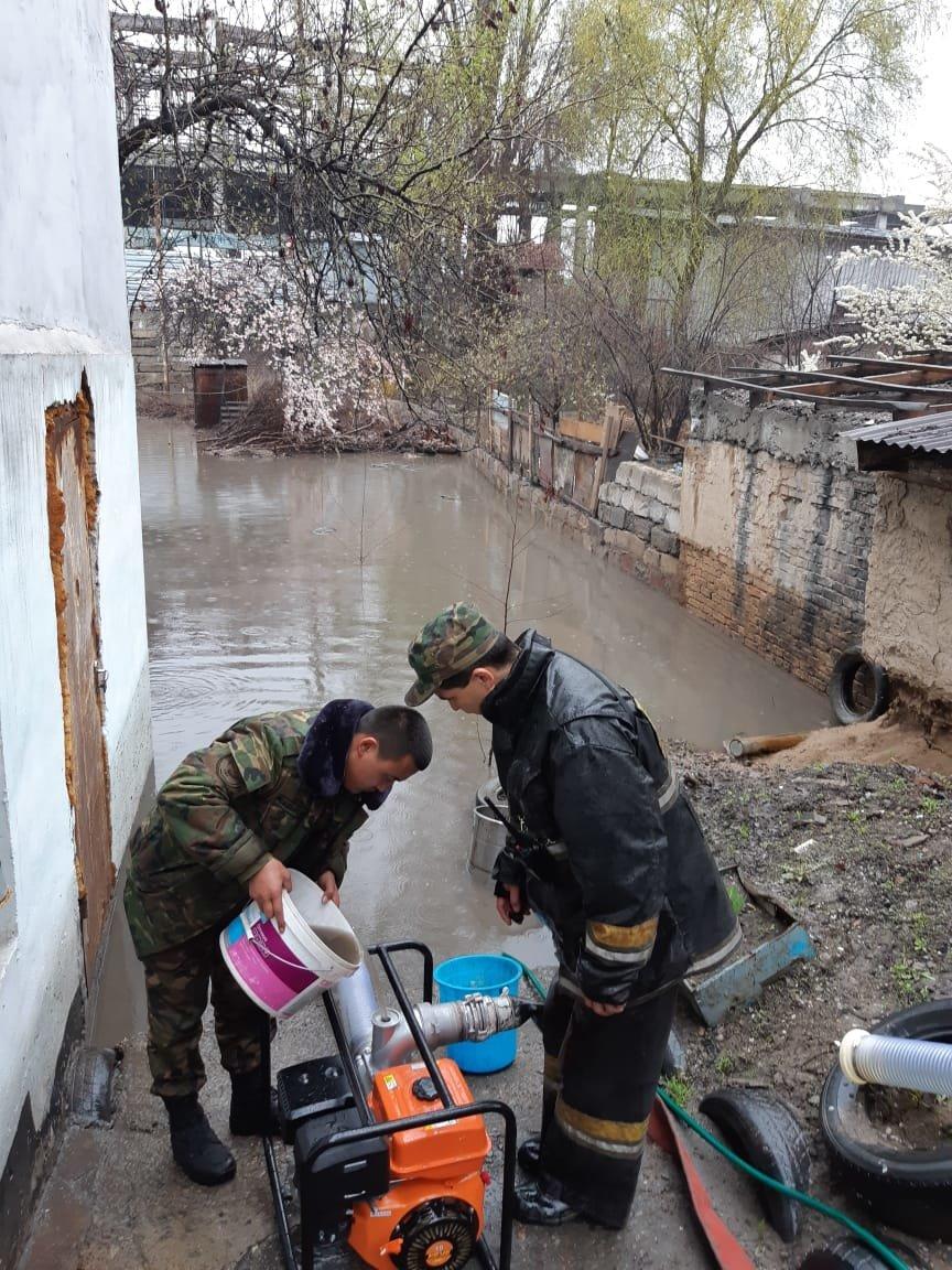 500 человек ликвидируют последствия подтоплений в Алматы (ФОТО), фото-1