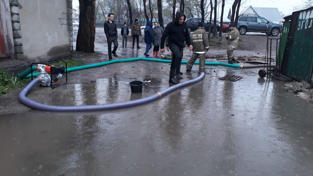 500 человек ликвидируют последствия подтоплений в Алматы (ФОТО), фото-3