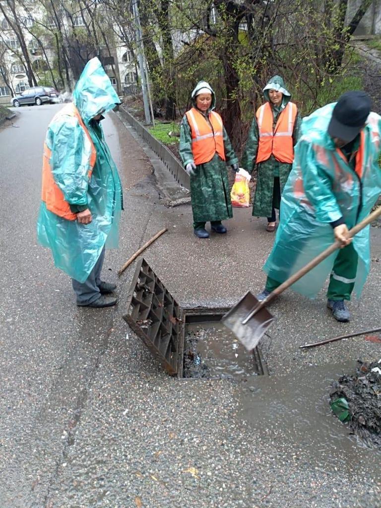 500 человек ликвидируют последствия подтоплений в Алматы (ФОТО), фото-5