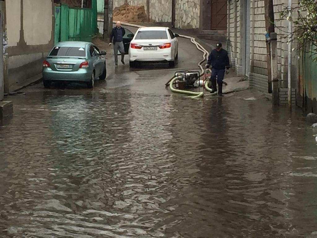 500 человек ликвидируют последствия подтоплений в Алматы (ФОТО), фото-9