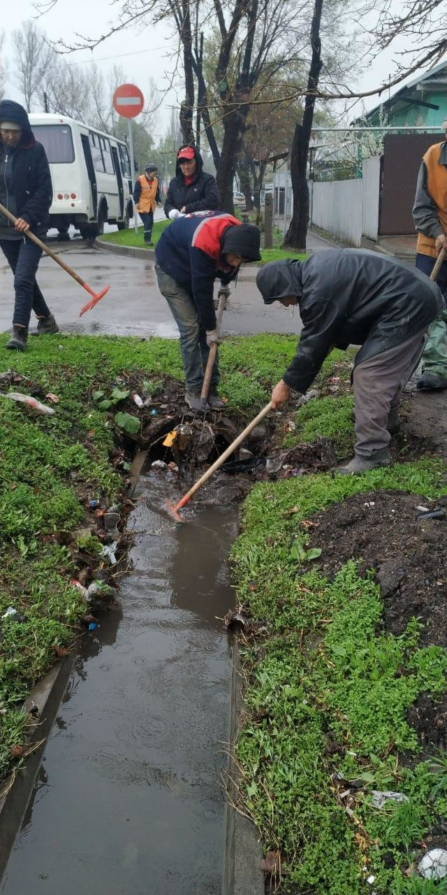 500 человек ликвидируют последствия подтоплений в Алматы (ФОТО), фото-7