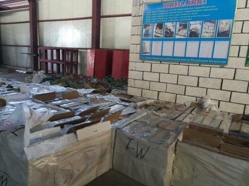 Контрабандиста с 400 тысячами пачек сигарет задержали в Кордае (ФОТО), фото-5