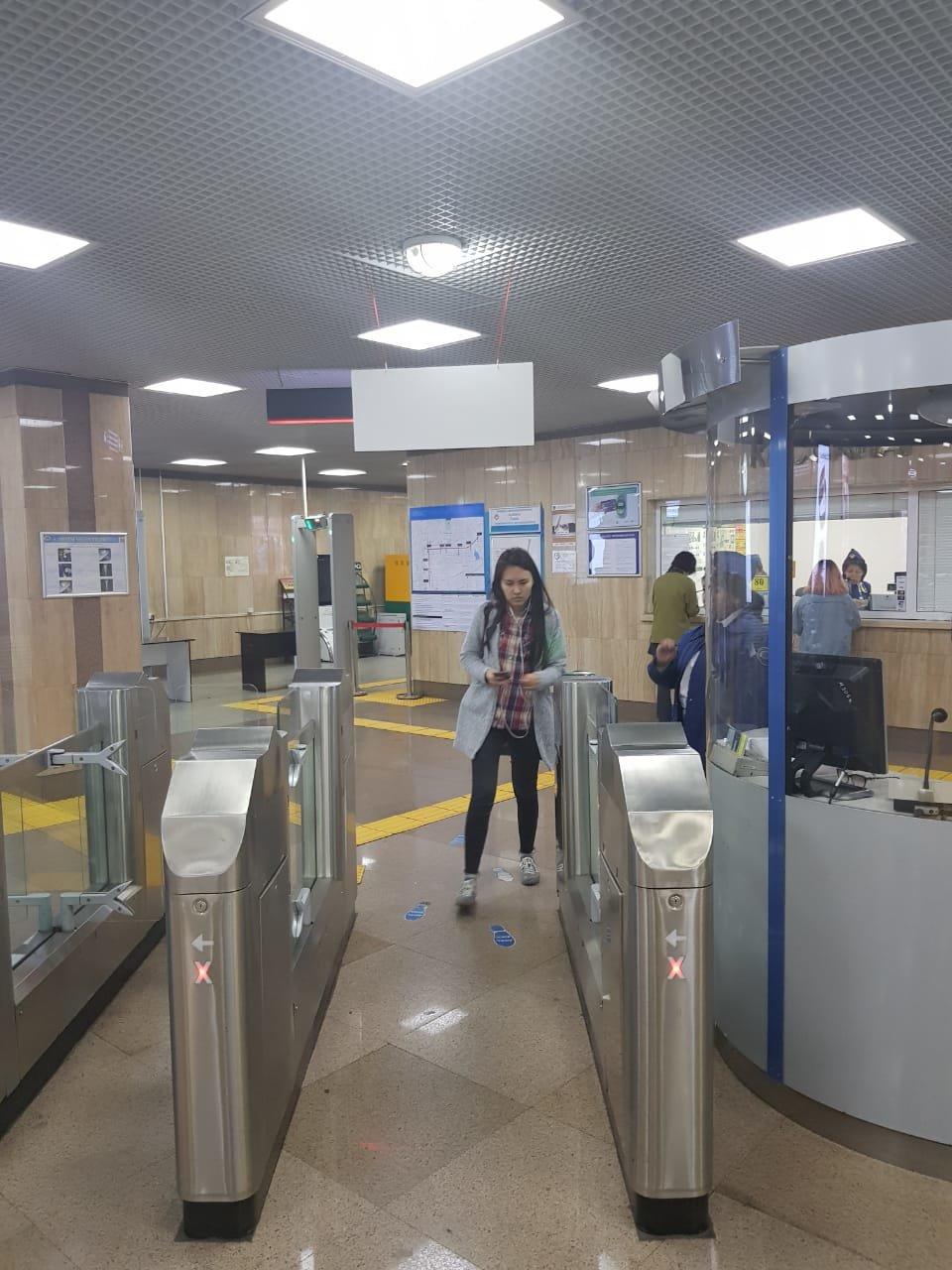 В Алматы на станции метрополитена «Абай» открыли турникет честности (ФОТО), фото-1