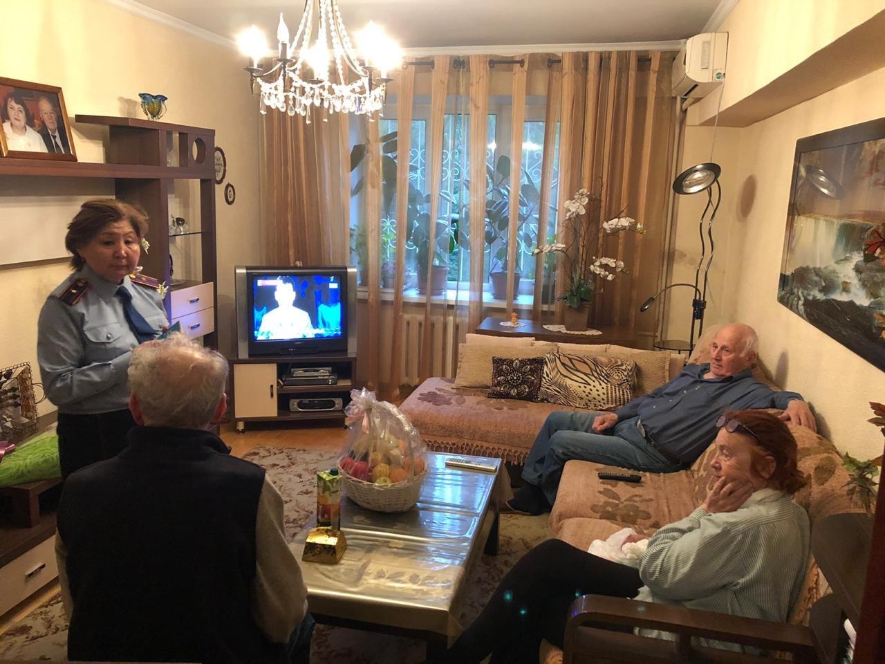 В Алматы ветерану возвратили утерянное пенсионное удостоверение (ФОТО), фото-1