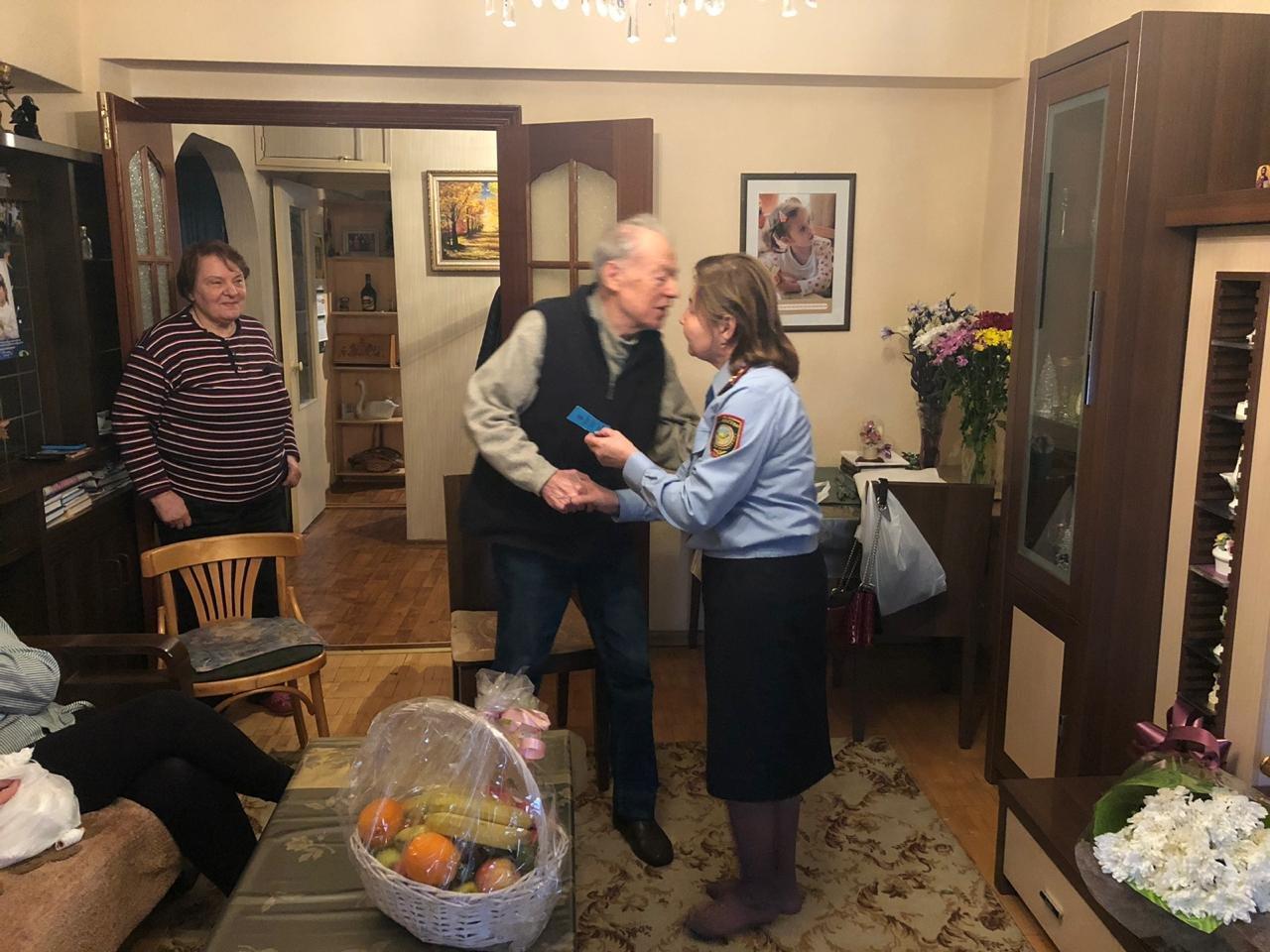 В Алматы ветерану возвратили утерянное пенсионное удостоверение (ФОТО), фото-2