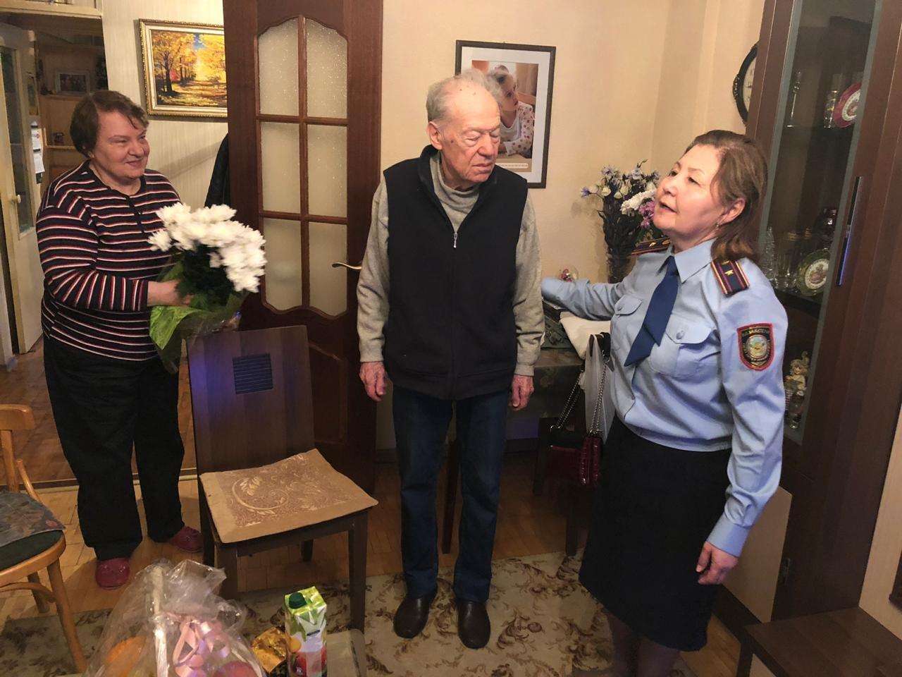В Алматы ветерану возвратили утерянное пенсионное удостоверение (ФОТО), фото-3