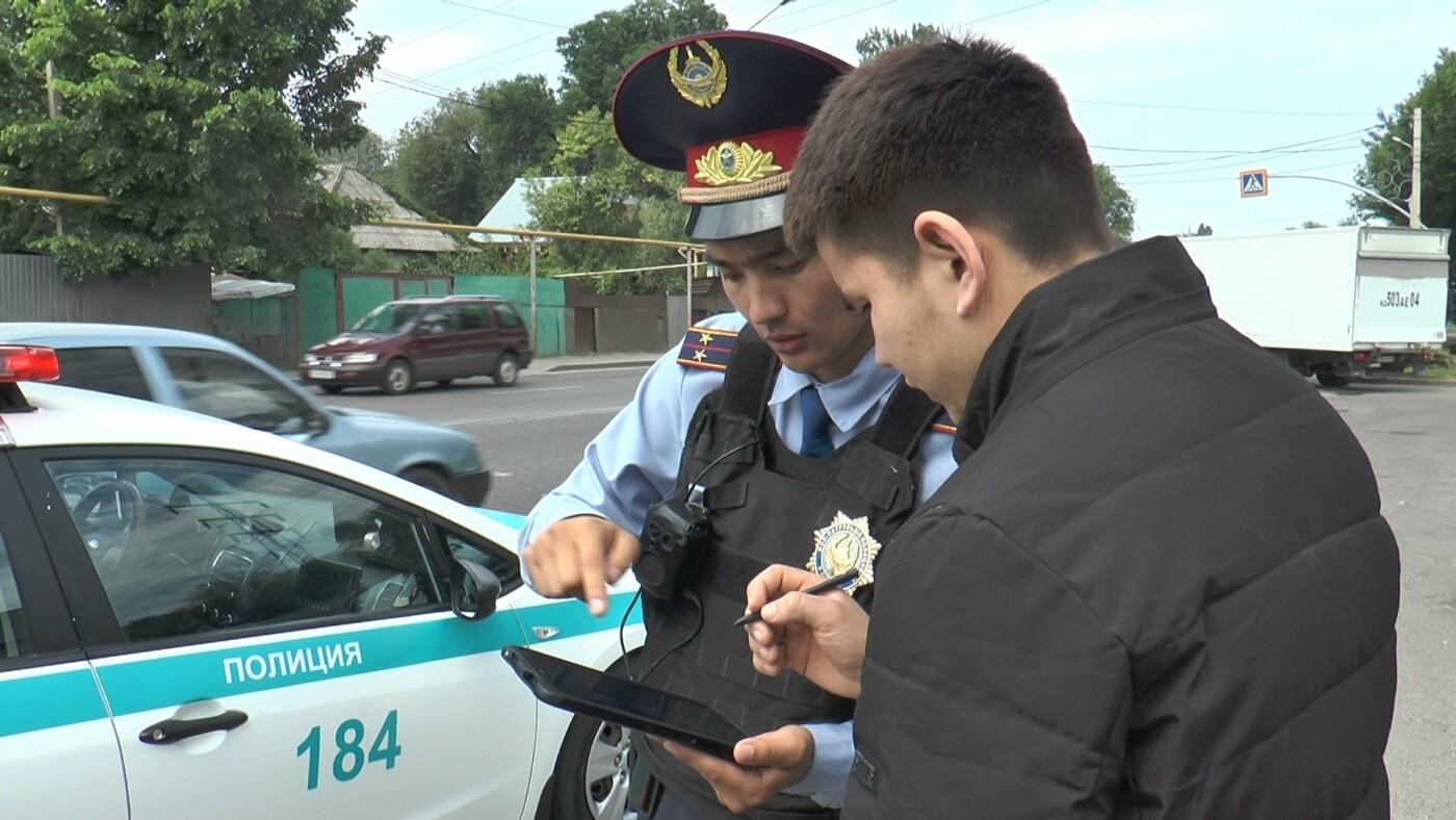 Алматинские полицейские занялись нарушающими правила пешеходами (ФОТО), фото-2