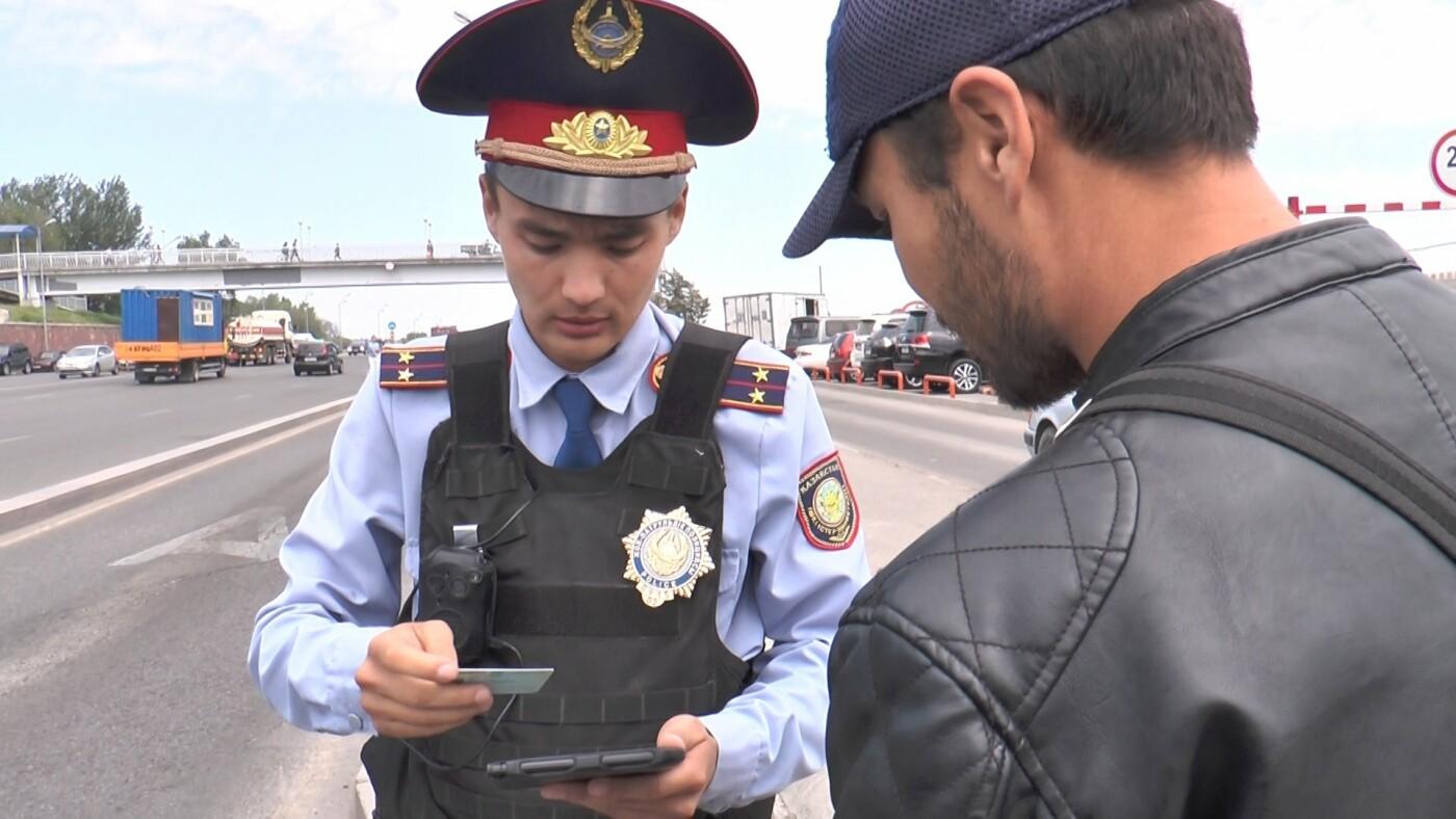 Алматинские полицейские занялись нарушающими правила пешеходами (ФОТО), фото-4