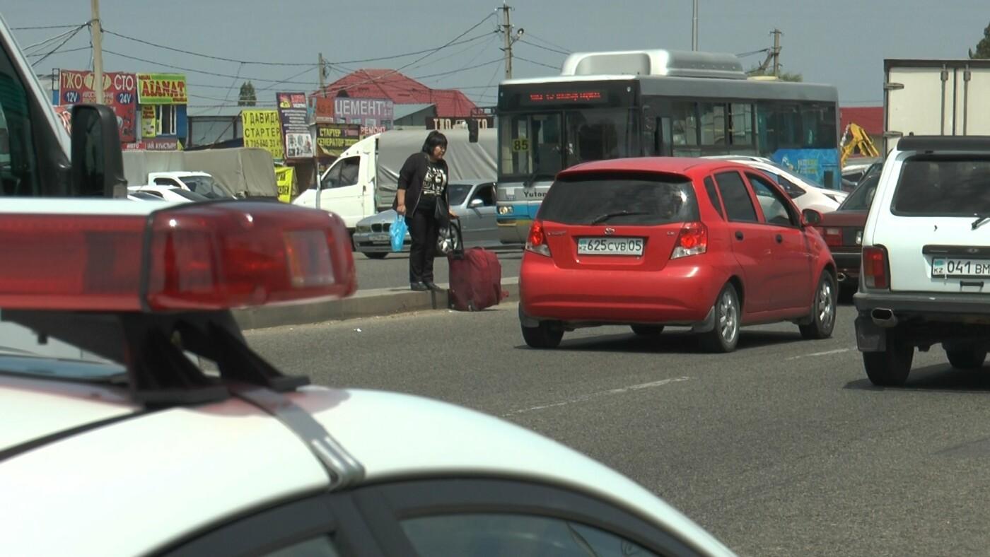 Алматинские полицейские занялись нарушающими правила пешеходами (ФОТО), фото-9