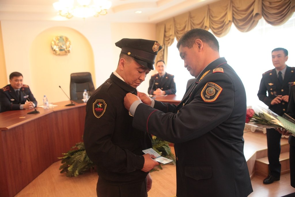 В Алматы наградили задержавших педофила охранников (ФОТО), фото-2