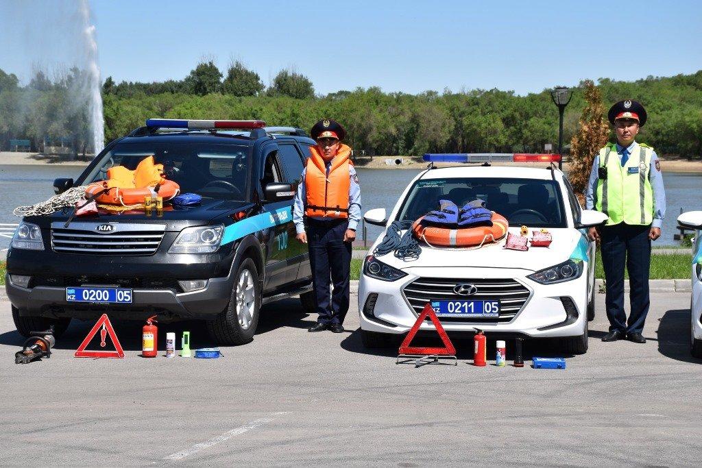 Полицейских Алматинской области облачили в спасательные жилеты и им вручили веревку (ФОТО), фото-3