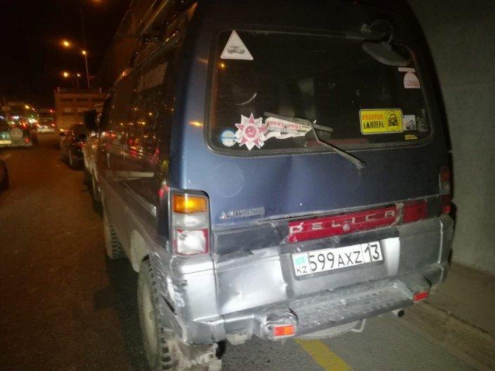 Китайский самосвал протаранил несколько авто в Алматы (ФОТО), фото-6
