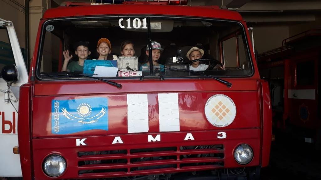 Алматинские пожарные устроили экскурсию для школьников (ФОТО), фото-10