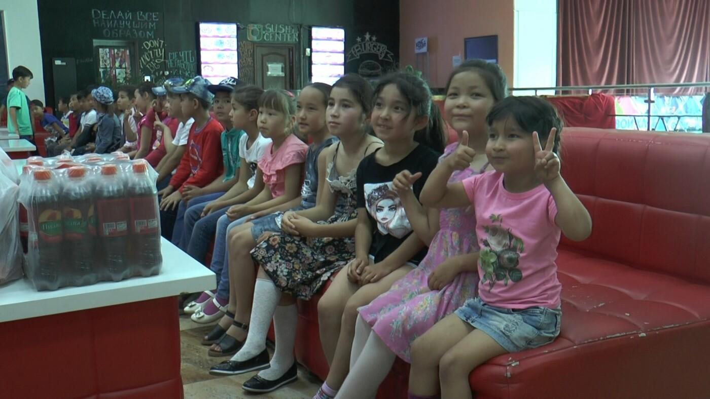 Для алматинских детей из неблагополучных семей устроили кинопросмотр (фото), фото-5