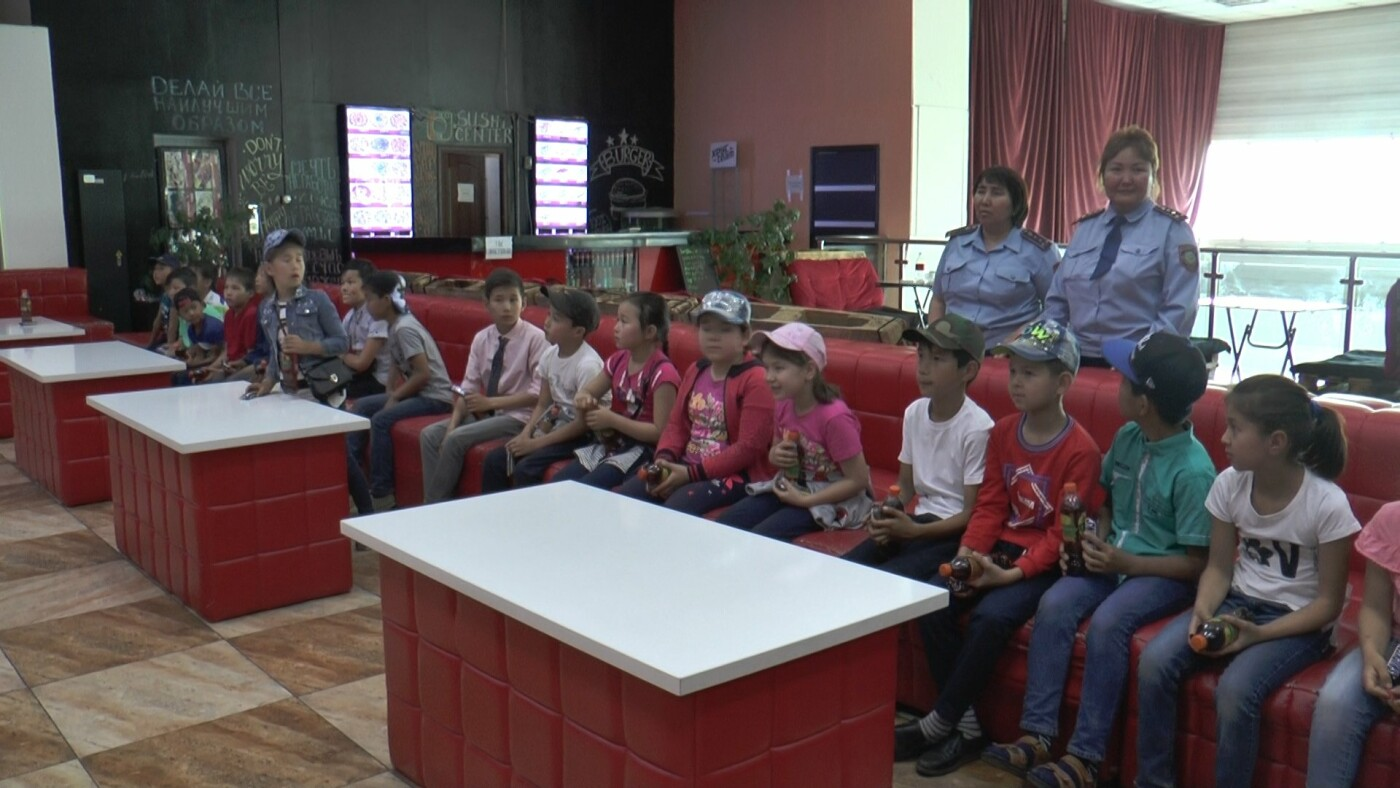 Для алматинских детей из неблагополучных семей устроили кинопросмотр (фото), фото-8
