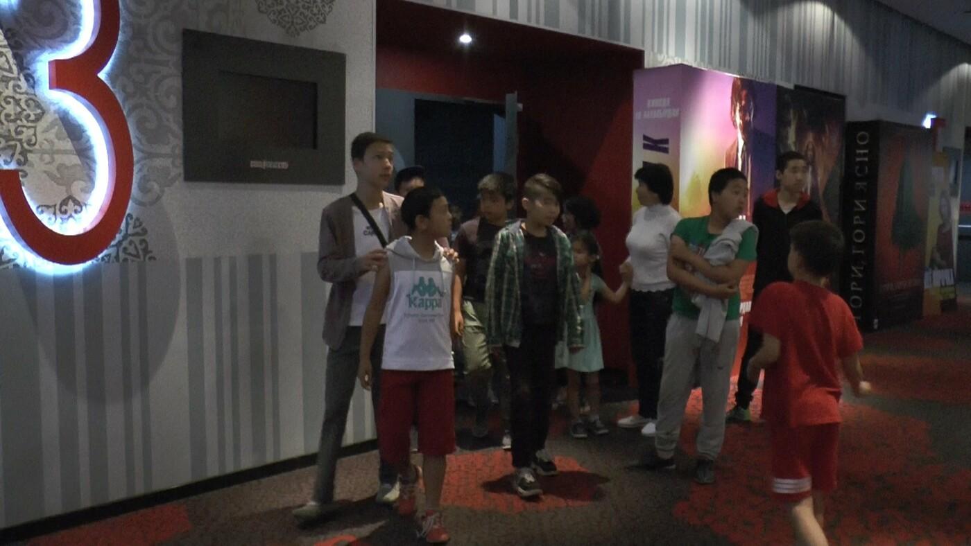 Для алматинских детей из неблагополучных семей устроили кинопросмотр (фото), фото-7