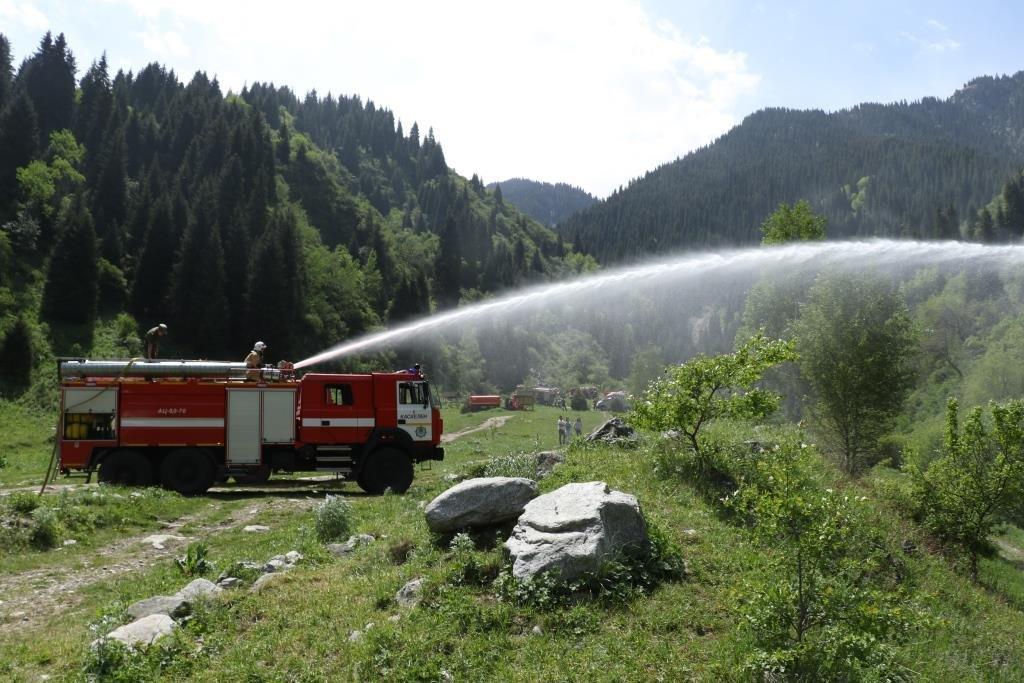 Спасатели потушили «лесной пожар» в Иле-Алатауском парке с помощью вертолетов, фото-3