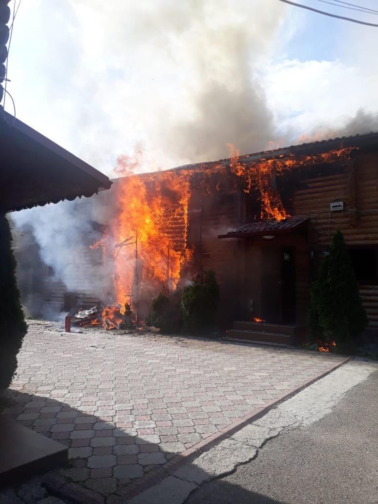 Баня загорелась в Алмалинском районе Алматы, фото-1