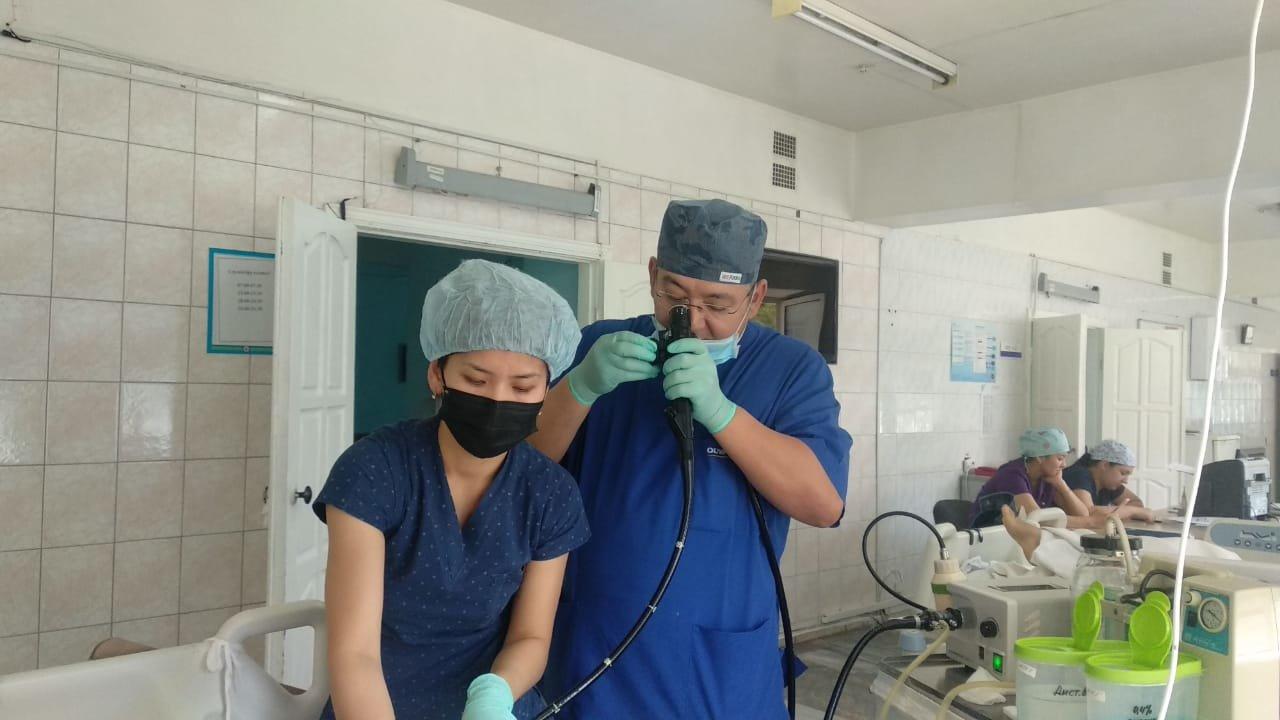 Виновата рыбья кость: Врачи в Алматы спасли пациента за 15 минут операции, фото-2