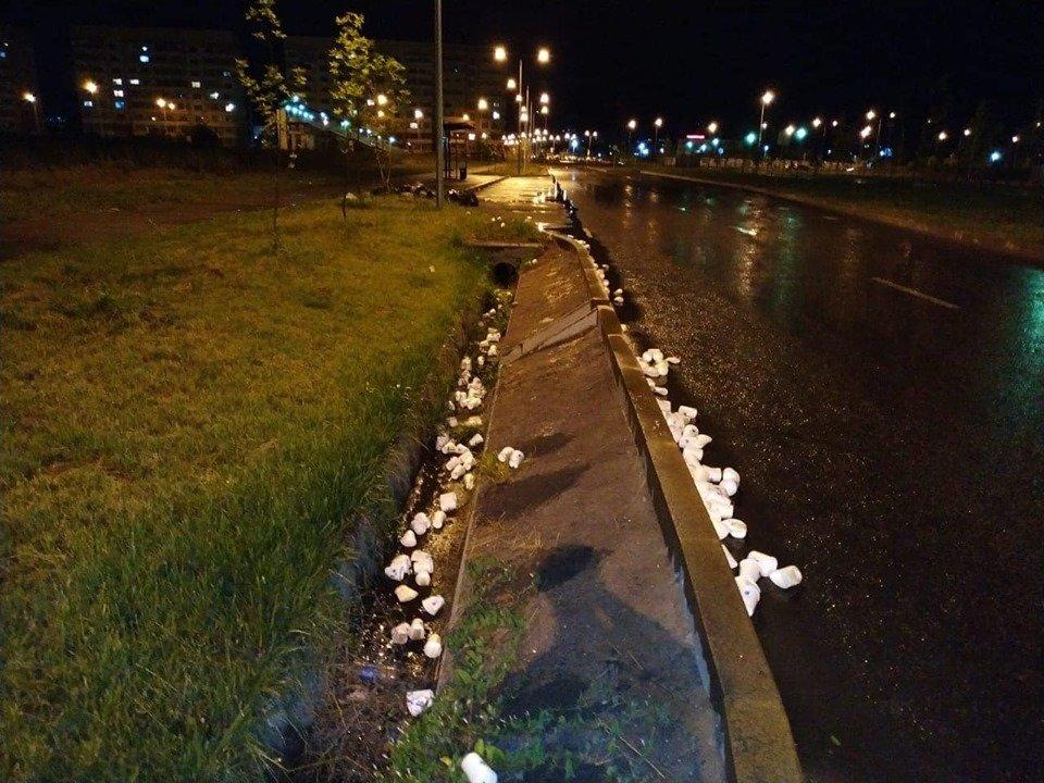 Горы стаканчиков и мусор остались после Летнего забега «Алматы марафон», фото-1