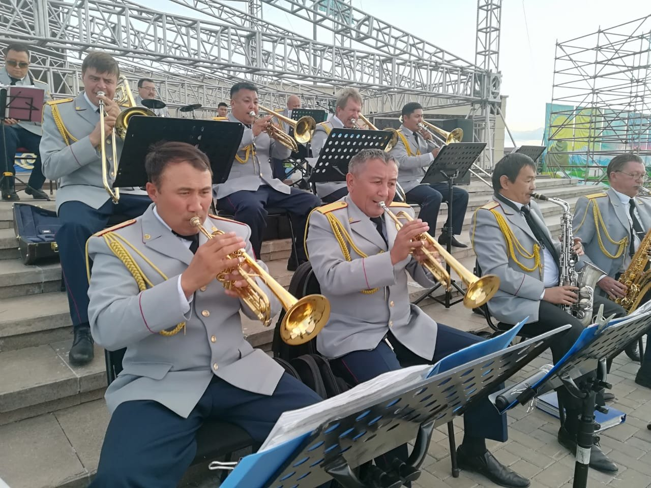 Матери и вдовы погибших полицейских стали почетными гостями концерта ко Дню полиции, фото-5