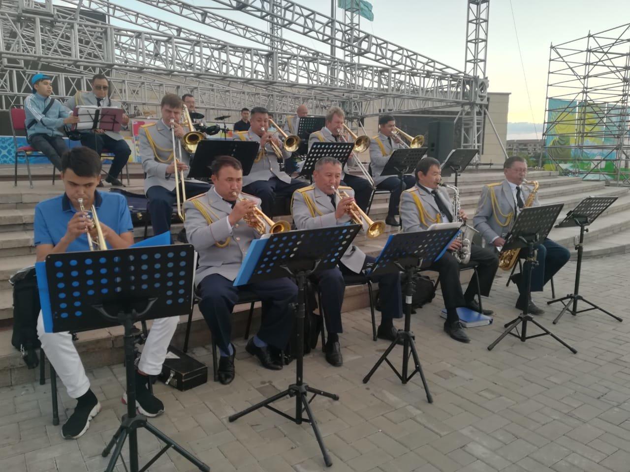Матери и вдовы погибших полицейских стали почетными гостями концерта ко Дню полиции, фото-7