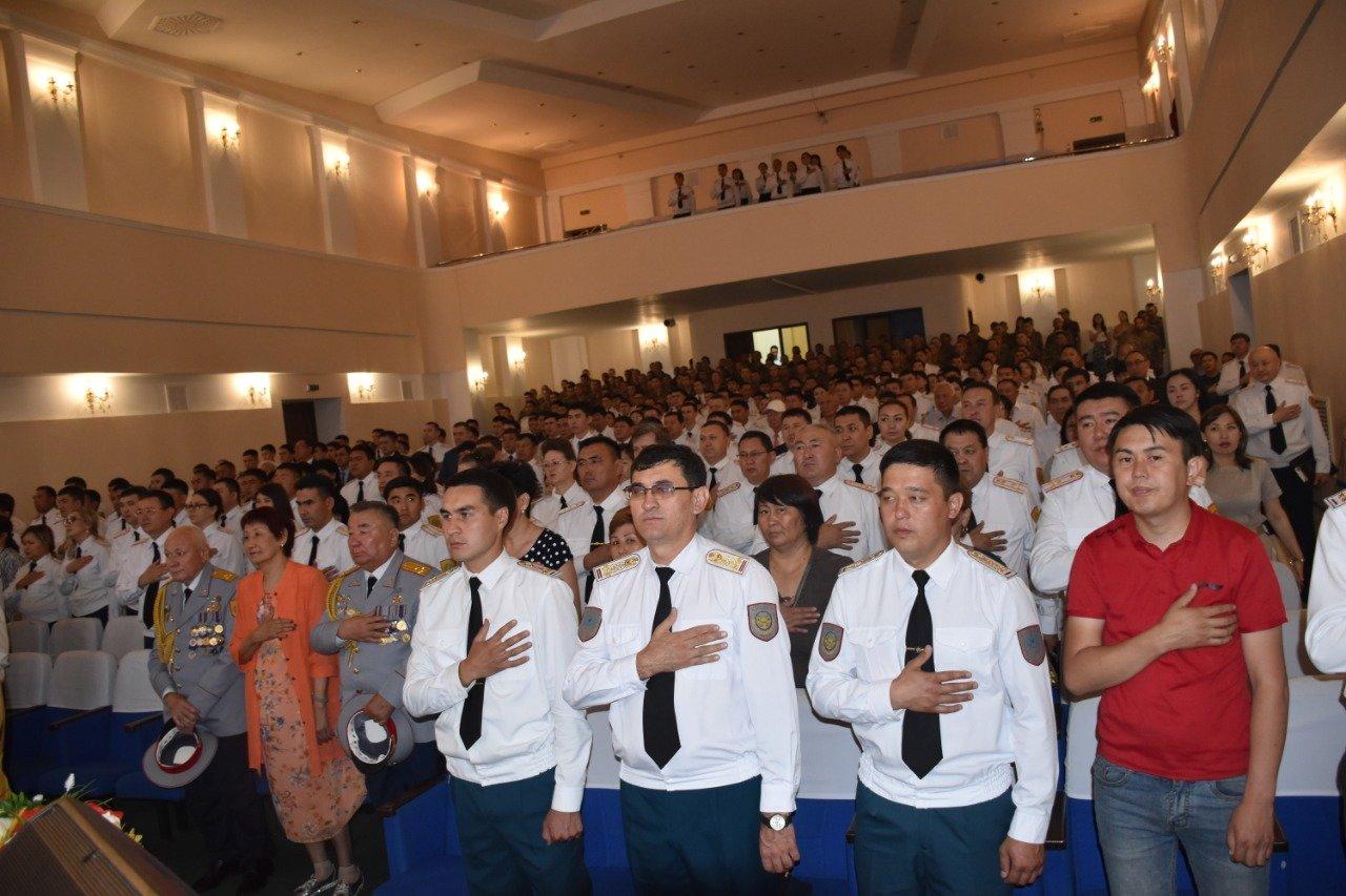 Матери и вдовы погибших полицейских стали почетными гостями концерта ко Дню полиции, фото-4