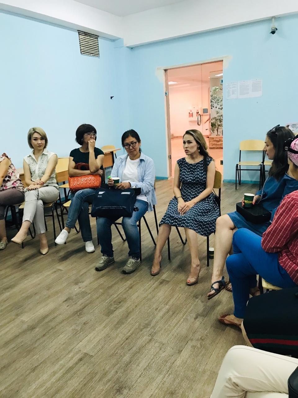 В Алматы районный акимат на тренинг для многодетных пригласил визажиста и нумеролога, фото-5