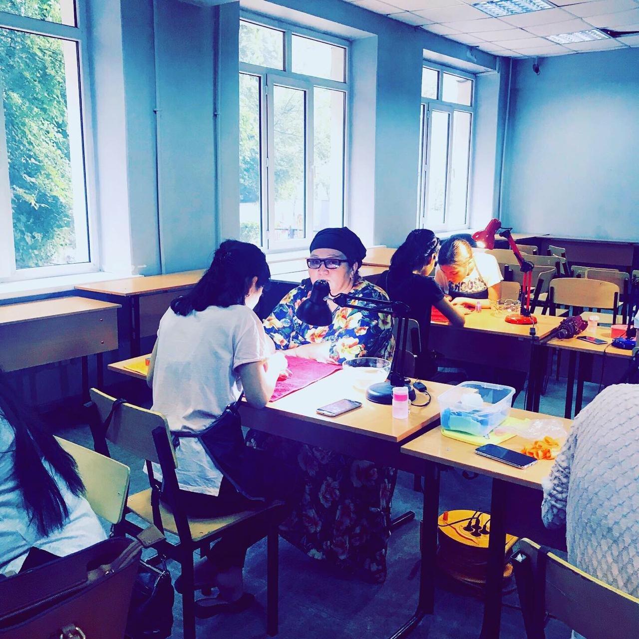 В Алматы районный акимат на тренинг для многодетных пригласил визажиста и нумеролога, фото-1
