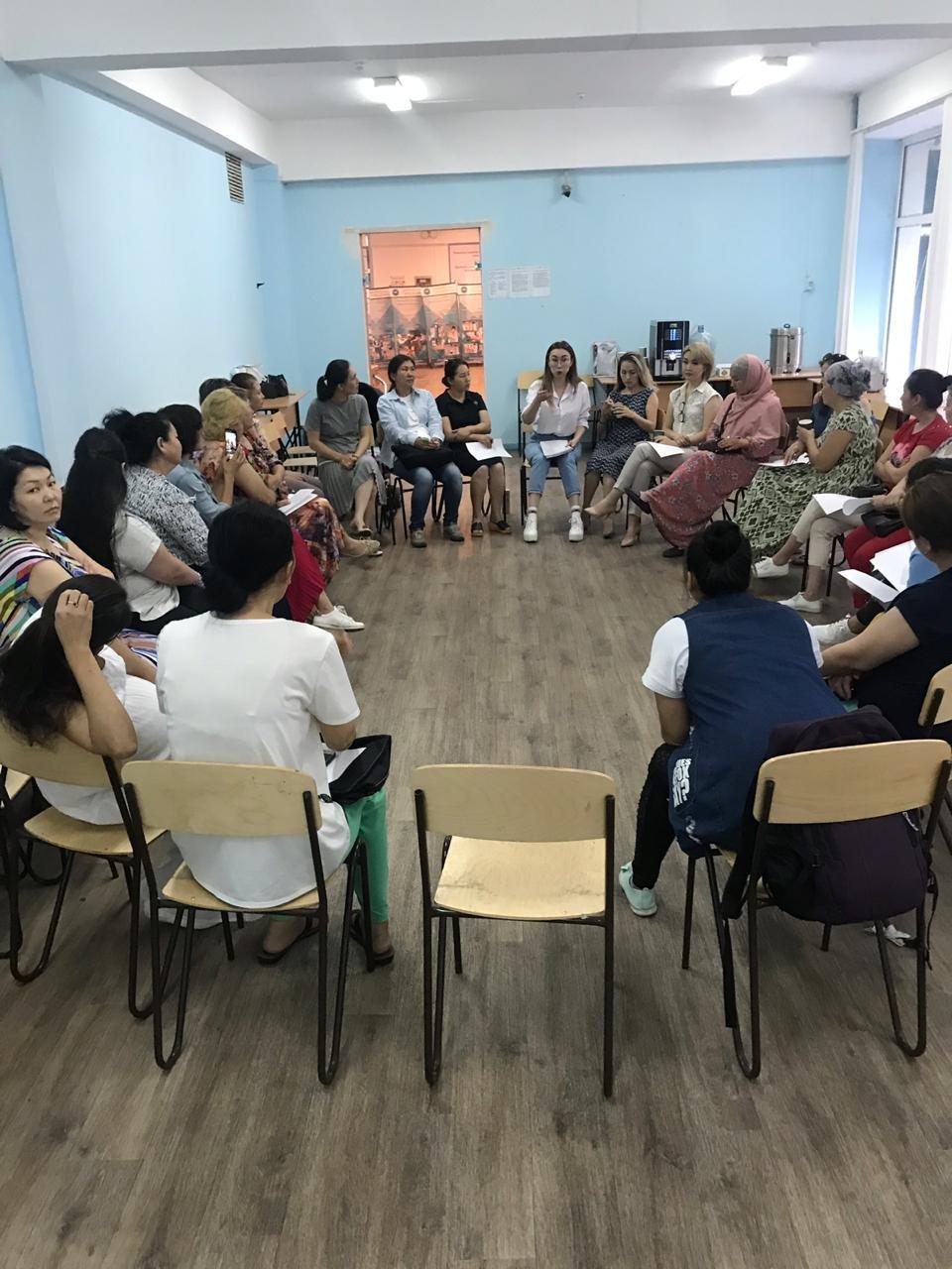 В Алматы районный акимат на тренинг для многодетных пригласил визажиста и нумеролога, фото-3