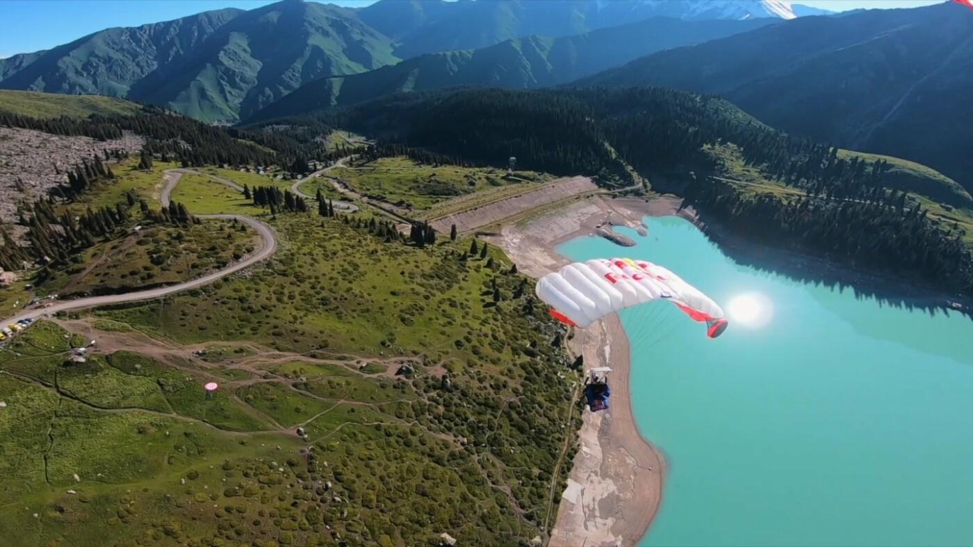 Скайдайверы облетели Большое Алматинское озеро и Кок-Тобе (ФОТО), фото-9