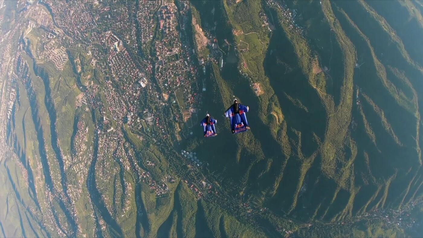Скайдайверы облетели Большое Алматинское озеро и Кок-Тобе (ФОТО), фото-2