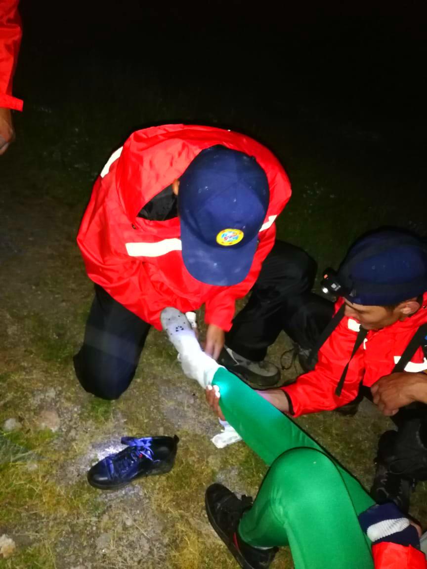 Спасатели эвакуировали пострадавшую в горах Алматы туристку, фото-3