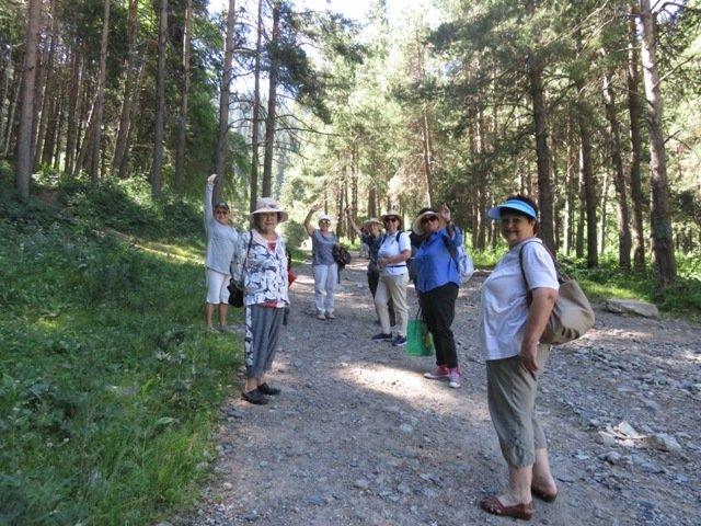 Для алматинских пенсионеров устроили поход в горное ущелье и провели арт-терапию, фото-1