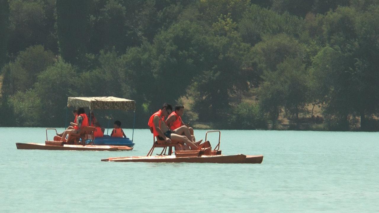 Полицейские учат алматинцев поведению на пляже озера Сайран (фото), фото-2