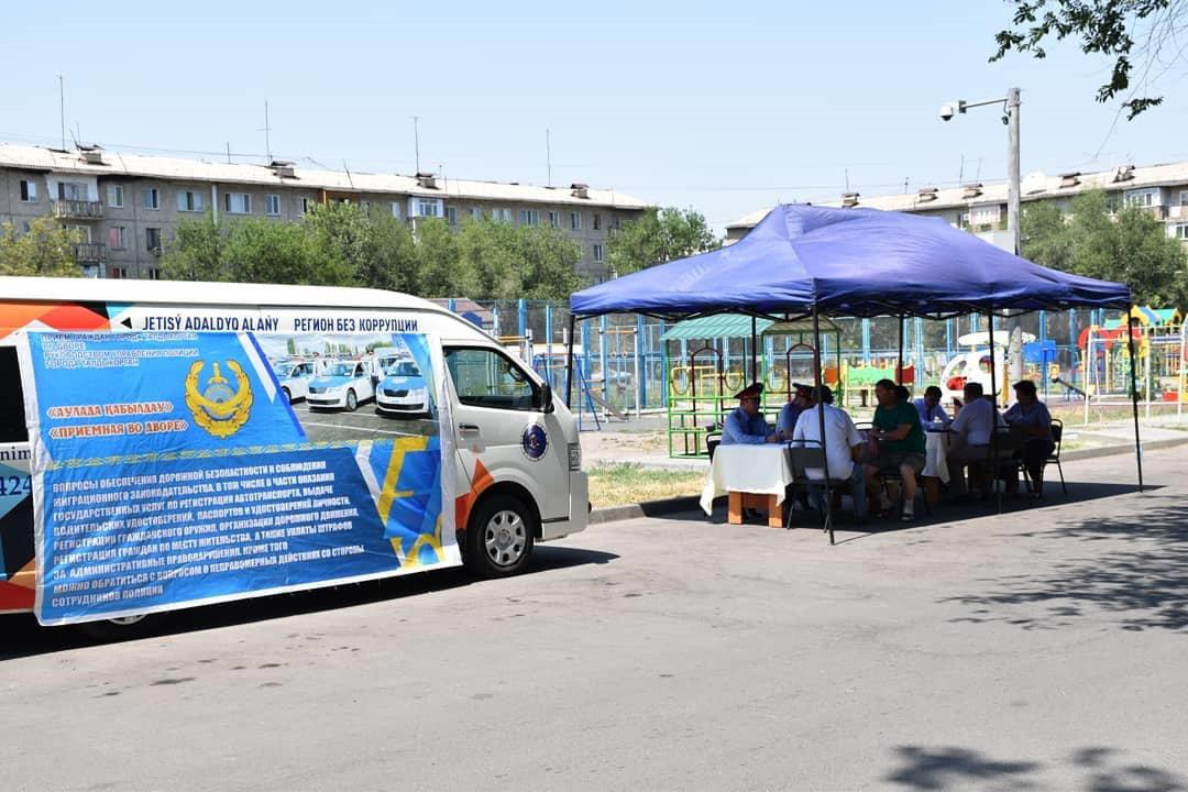 Руководитель полиции Алматинской области пообщался с жителями Талдыкоргана, фото-2