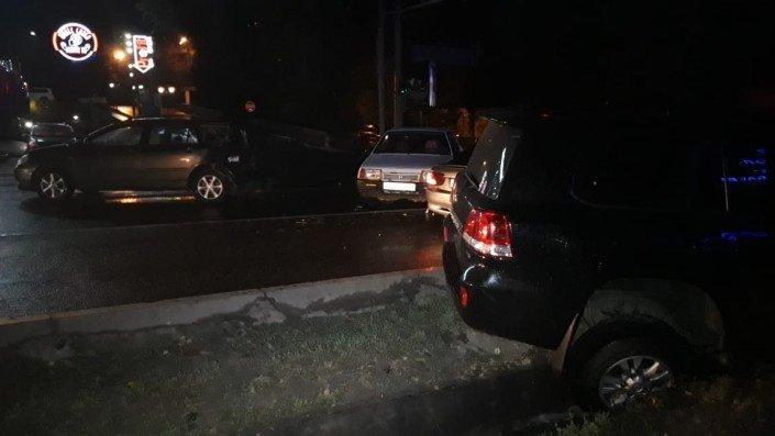 Три машины столкнулись в Алматы во время грозы (ФОТО), фото-6