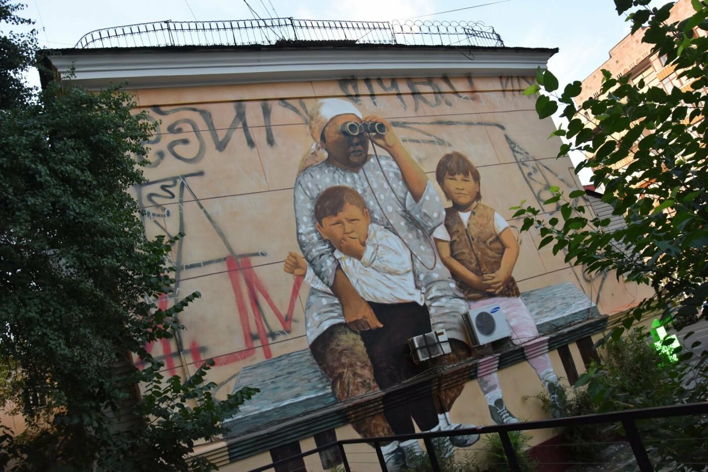 Мурал «Ожидание» дополнили уличным граффити (ФОТО), фото-6