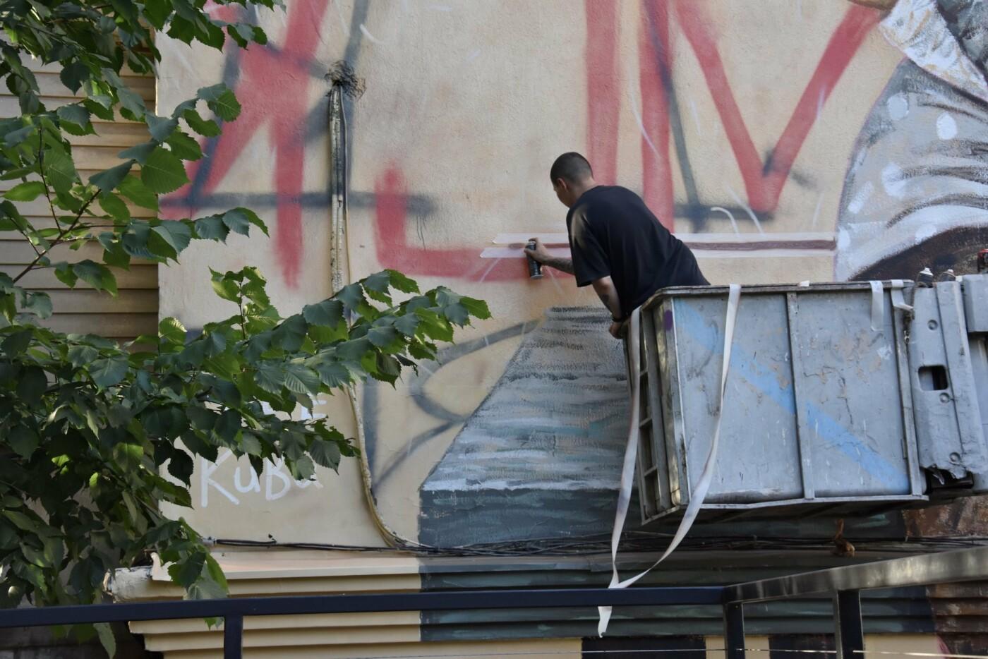 Мурал «Ожидание» дополнили уличным граффити (ФОТО), фото-3