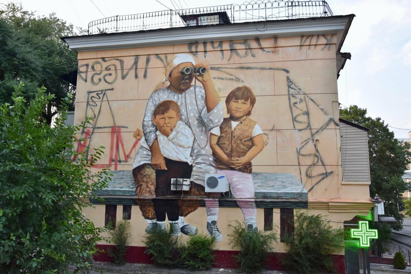 Мурал «Ожидание» дополнили уличным граффити (ФОТО), фото-1