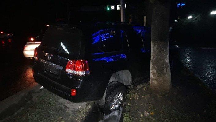 Три машины столкнулись в Алматы во время грозы (ФОТО), фото-3
