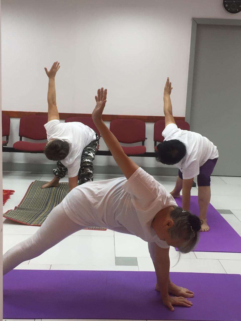 В Алматы 70-летняя пенсионерка практикует йогу, фото-1