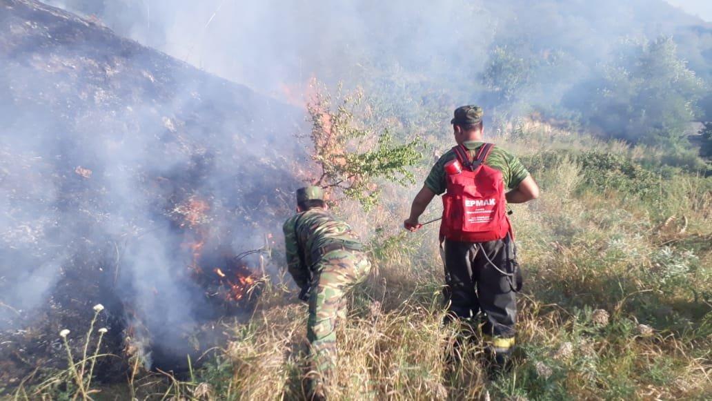 Вертолеты направили на тушение пожара близ Кок-Тобе (ФОТО), фото-7