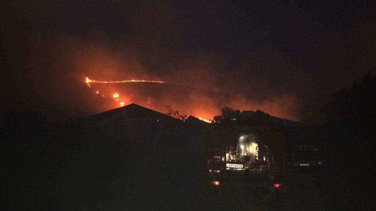 Крупное возгорание сухостоя произошло в селе Бесагаш близ Алматы, фото-1, Фото пресс-службы ДЧС